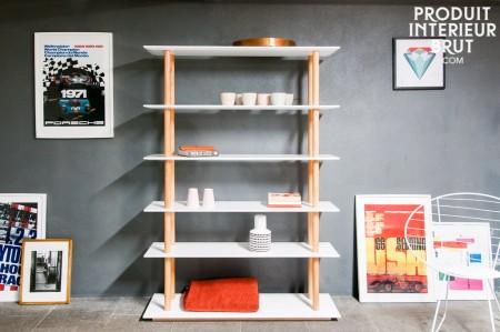 """Dieses Bücherregal im skandinavischen Stil besticht mit seinen """"Säulen"""" aus massiver Eiche - PIB Home"""